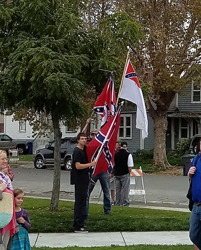 confederate-flags-at-vets-day